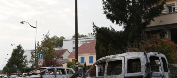 Francia, molotov contro poliziotti a sud di Parigi: 4 feriti, due ... - repubblica.it