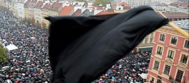 """Polonia, la """"protesta nera"""" contro il divieto di aborto - Foto ... - panorama.it"""