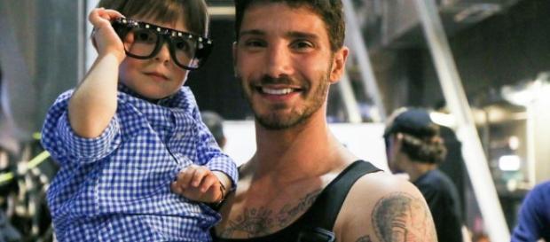 Stefano De Martino assieme al piccolo Giorgio Zacchia - ilcorrierecitta.com