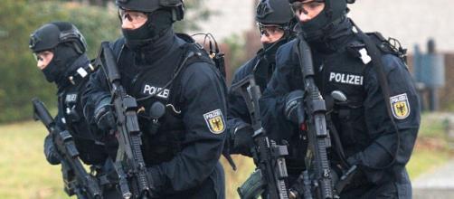 Germania, sospetto terrorista in fuga