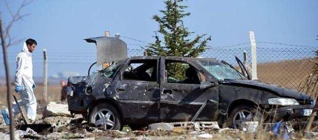 Ankara - Verdächtige Personen sprengen sich in die Luft