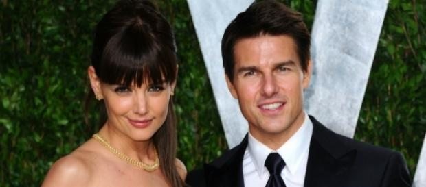 Why Tom Cruise Is Paying $400,000 To Katie Holmes? - inquisitr.com
