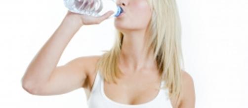COMPRESSA-MENTE: Tre litri d'acqua al giorno per ringiovanire - blogspot.com