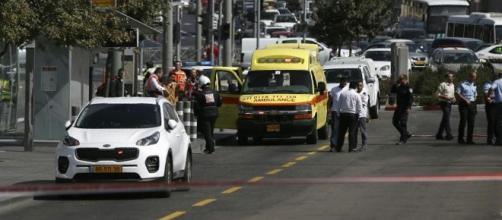 Spari dall'auto contro i passanti a Gerusalemme, due morti e ... - lastampa.it