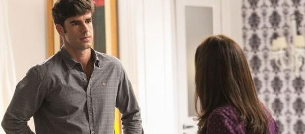 Felipe cede às chantagens de Jéssica e termina o namoro com Shirlei