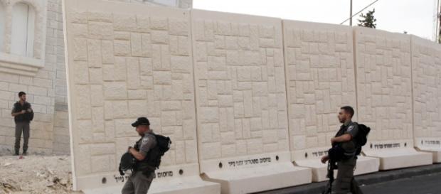 Israele, sparatoria nella stazione dei bus: 4 feriti e un morto ... - repubblica.it