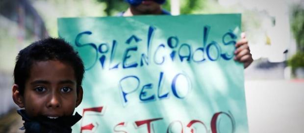 Senado apresenta PEC para limitar direito á greve na educação
