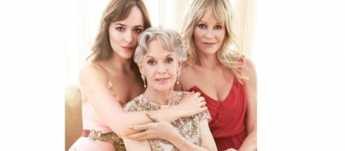 As atrizes Dakota Johson, Tippi Hedren e Melanie Griffith. Imagem: Vanity Fair