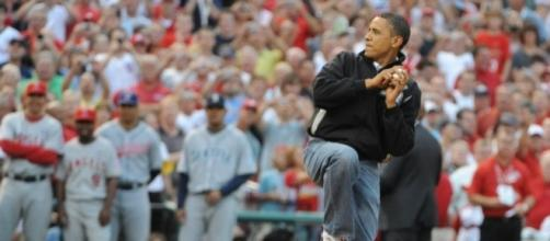 Barack Obama joins Twitter, follows every Chicago sports team ... - usatoday.com