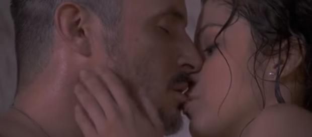 Il Segreto: Hortensia e Alfonso si baciano, la verità sul tradimento.