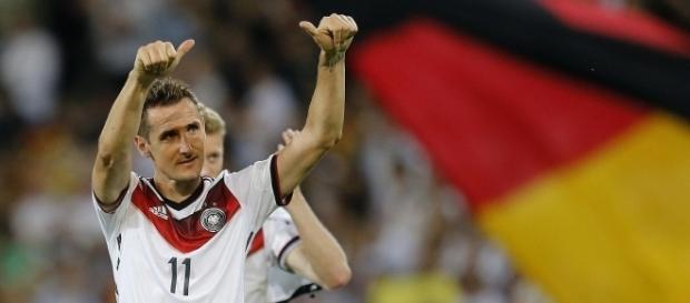 Klose disputou quatro Copas do Mundo e se tornou o maior artilheiro delas em 2014, ao marcar no 7 a 1 sobre o Brasil (Foto: Getty Images)