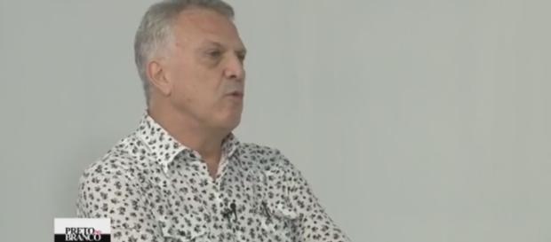 Pedro Bial no programa 'Preto no Branco', do Canal Brasil