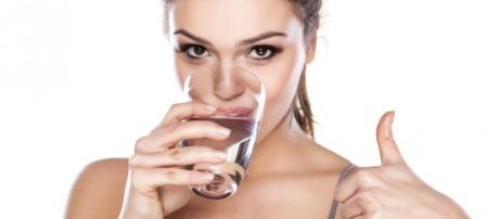 Bere troppa acqua fa male: 59enne va in overdose