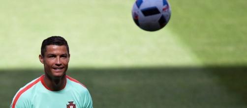 Cristiano Ronaldo rinnova il contratto con il Real Madrid