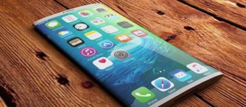 iPhone 8 con display OLED verso la conferma