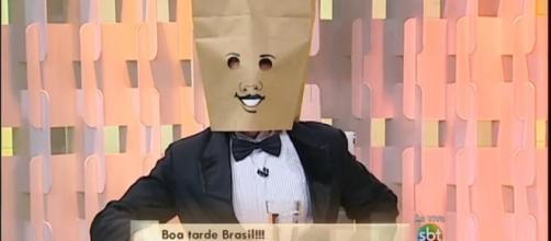 """Saiba quem é o """"Homem do Saco"""" do programa """"Fofocando"""""""