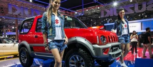 """Suzuki apresenta """"novo"""" Jimny 2017, no Salão Internacional do Automóvel; modelo atual não tem nada de novo e foi lançado há quase 20 anos"""
