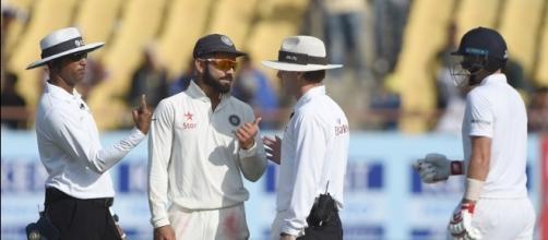 Virat Kohli having a chat with the umpires (Panasiabiz.com)