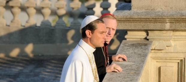Jude Law è The Young Pope (episodio 7)