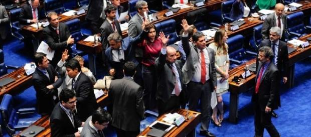 Proposta de emenda à Constituição (PEC) de reforma política passa pelo Senado