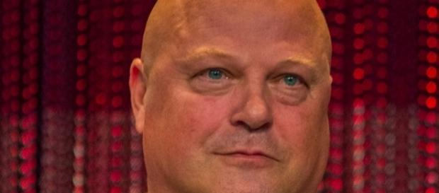 "Wikimedia user iDominick. Michael Chiklis weight loss in ""The Shield"" gained back in AHS, Gotham"