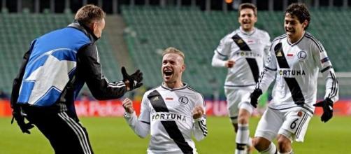 Jugadores del Legia celebran uno de los tantos ante el Real Madrid en Champions