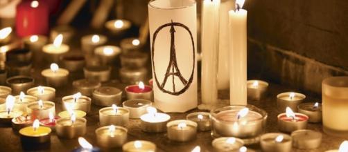 Libros que recuerdan los atentados en París.