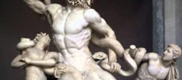 """Michelangelo's """"Laocoon and his Sons"""" youtube.com Creative Commons"""