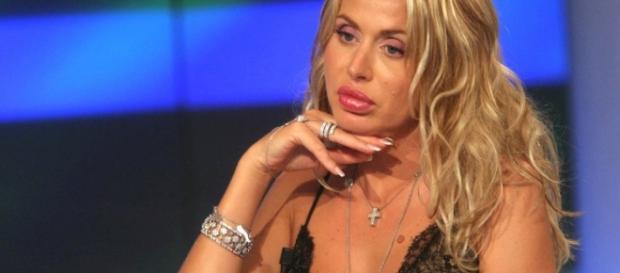Valeria Marini sarebbe fidanzata, secondo Stefano Bettarini