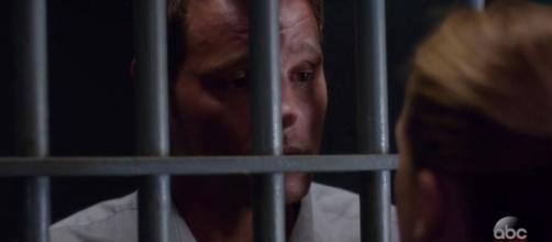 Alex in galera dopo la confessione.