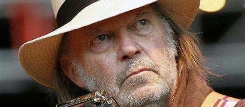 Neil Young festeggia il suo compleanno con un nuovo disco in uscita a dicembre