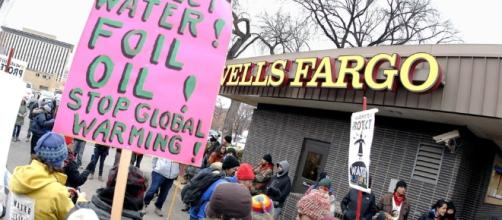 Protesters at Wells Fargo in Bismark, North Dakota / Photo by Mike Mccleary/The Bismarck Tribune, via Blasting News Library
