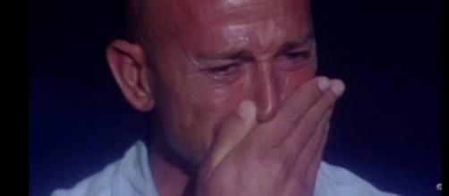 Stefano Bettarini in lacrime al gf