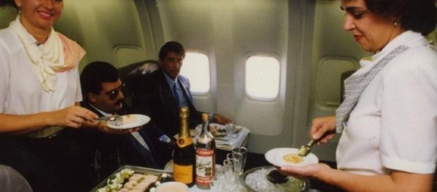 Latam irá cobrar por serviço de bordo em voos domésticos