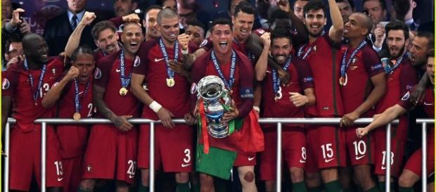 O campeão europeu entra em ação frente à Letónia