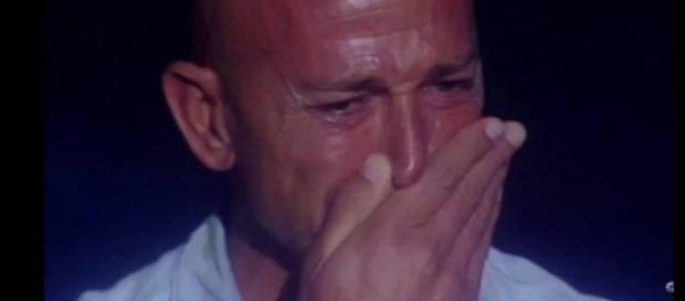 Stefano Bettarini in lacrime al gf