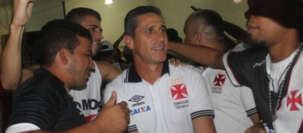 Torcedores e direção tem pressionado Jorginho no comando do Vasco