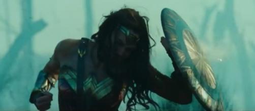 Gal Gadot dans la bande-annonce du film Wonder Woman