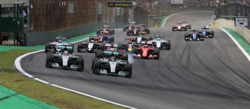 La prima curva del Gran Premio di Interlagos