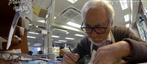 Miyazaki trabajando en un storyboard