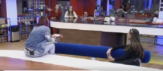 Simona se enfrenta a Adara y Meri en una nueva discusión