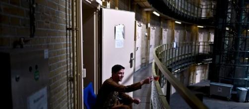 Alcune carceri olandesi diventano hotel o centri di accoglienza per rifugiati.