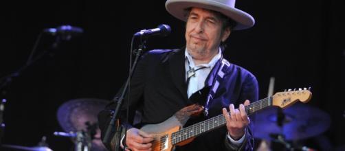 Bob Dylan continua a far parlare di sè sulla questione del Nobel.