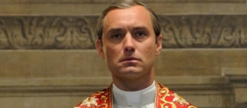 Jude Law interpreta Pio XIII in The Young Pope