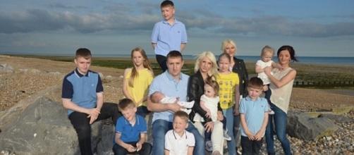 Mandy, Nathan e i loro 12 figli. Il padre vuole arrivare a d averne 20.