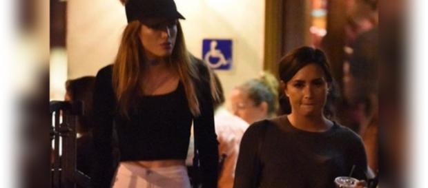 Demi Lovato e Bella Thorne trocam elogios no Twitter e fãs enlouquecem