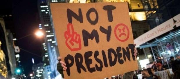 Protestos violentos continuam nos Estados Unidos contra o magnata