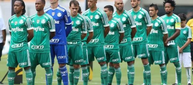 Time do Palmeiras canta o hino nacional