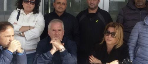 Alcuni dei dipendenti dell'aeroporto Sant'Anna