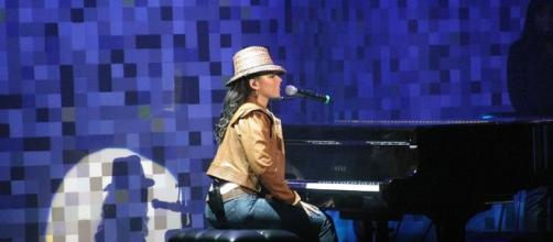 Alicia Keys coaches We McDonald, who leads the early iTunes vote returns following 'The Voice' top 12 show. jerone2/Flickr